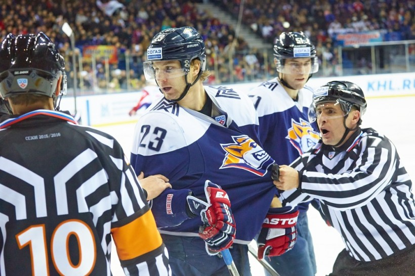 KHL: Magnitka On The Rise As Loko's Slump Continues. November 15 Round-up
