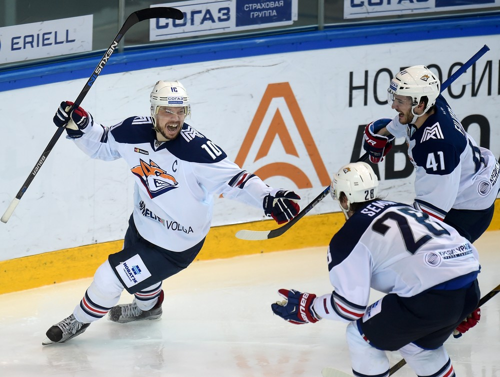 KHL: Mozyakin's 900th Point Shatters Sibir's Resistance
