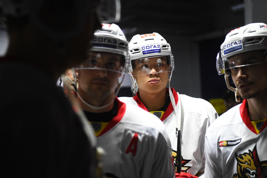 """KHL: Zach Yuen - """"There'll Be More Chinese Players Scoring More Goals."""""""