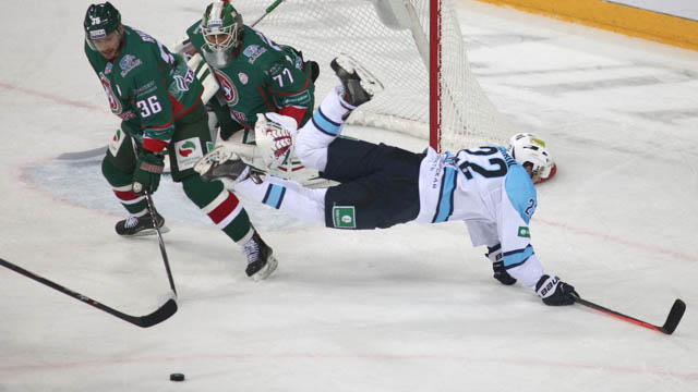 Regular season head-to-head: 5-2 Ak Bars in Kazan, 6-1 Sibir in Novosibirsk